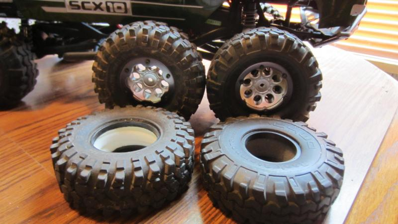 Name:  CRAWLEE new Rock Stompers tires 005.jpg