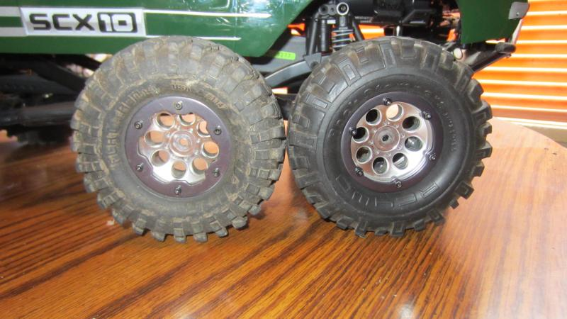 Name:  CRAWLEE new Rock Stompers tires 003.jpg